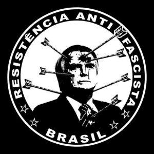 """Uma imagem em preto-e-branco de Jair Bolsonaro, com flechas em seu corpo, com os dizeres """"Resistência anti-fascista Brasil"""""""