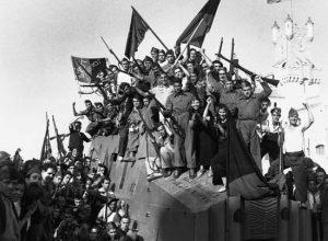 Combatentes da CNT em congregação durante a Guerra Civil Espanhola